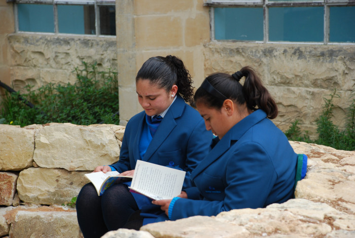 08 Students in the reading area